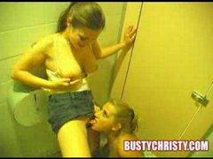 porno-video-na-tualete