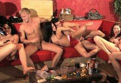 Порно видео свингеров плейбоя полная версия